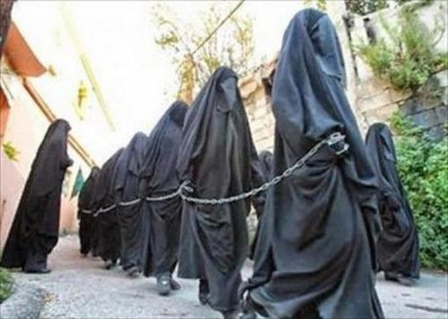 Ký ức khiếp đảm của nô lệ tình dục IS