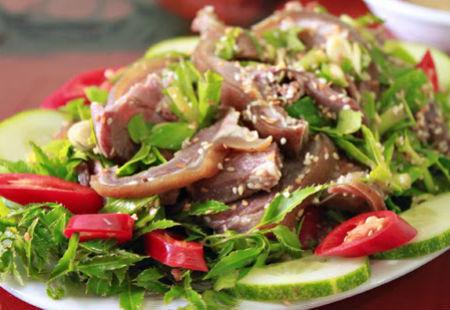 đặc sản, thực phẩm Tết, người Việt, tiết canh, nem chua
