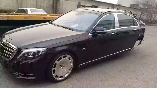 Thợ Việt 'mổ' Mercedes-Maybach S600 để lấy phụ kiện đem bán