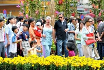 Người dân được lướt Wi-Fi miễn phí ở tất cả chợ hoa xuân