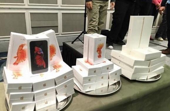 Thưởng Tết bằng iPhone 6s và đồng hồ Rolex trăm triệu