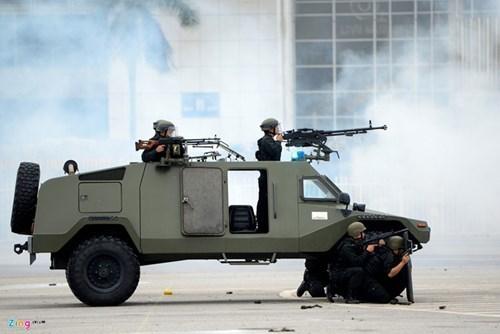 Soi dàn xe bọc thép của công an bảo vệ Đại hội Đảng