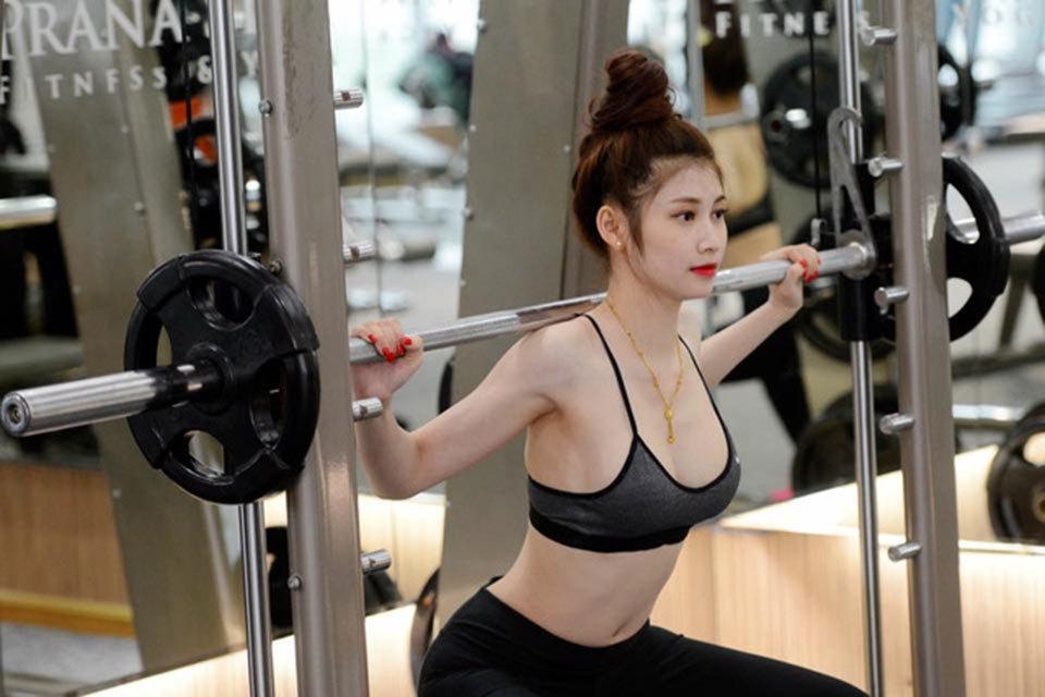 tập Gym, nữ hoàng phòng Gym, thể dục thể thao, luyện tập, Chi pu