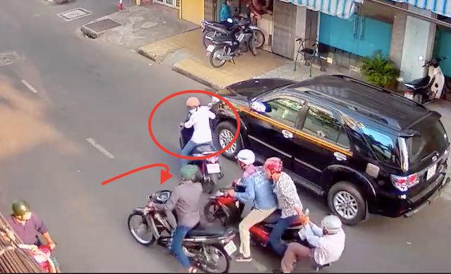 Cướp giằng co với nạn nhân trên phố Sài Gòn