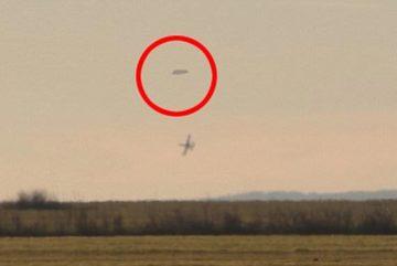 Bí ẩn hình ảnh chiến đấu cơ truy đuổi UFO ở Bulgaria