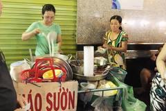 Ngon như hàng cháo sườn 20 nghìn một bát ở chợ Tân Định