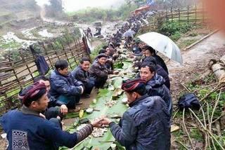 Thú vui uống rượu của người Mông