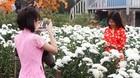 Hà Nội: Cắn răng phong phanh 'ngáo ảnh' giữa giá rét