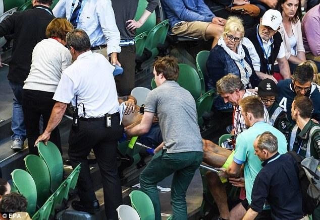 Mải ăn mừng, Murray không biết bố vợ đột quỵ trên khán đài