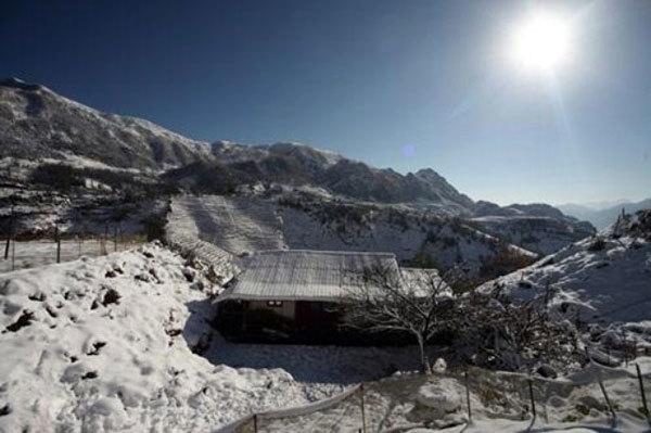 Rét -2 độ, Sa Pa ngập tràn băng tuyết dày 10cm