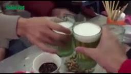 Người Hà Nội uống bia hơi bất chấp cái lạnh thấu xương