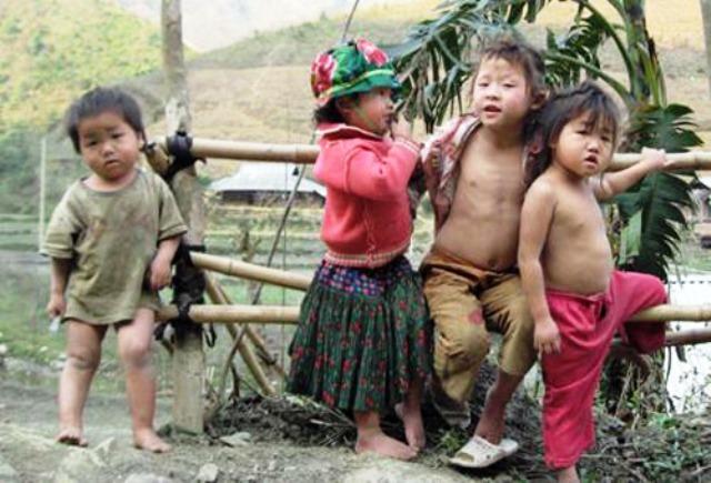 Xót lòng trẻ vùng cao 'trần truồng' trong rét âm độ - VietNamNet
