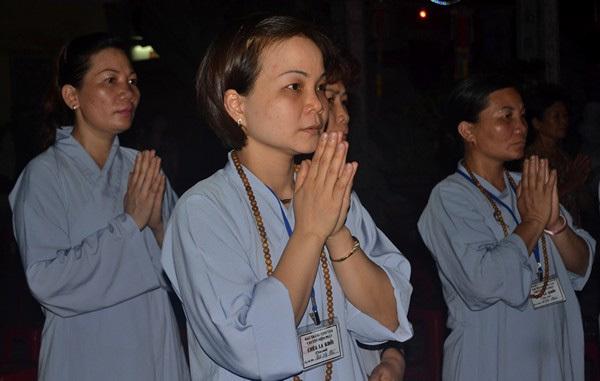 Động tác lễ Phật đầu Xuân thế nào cho đúng?