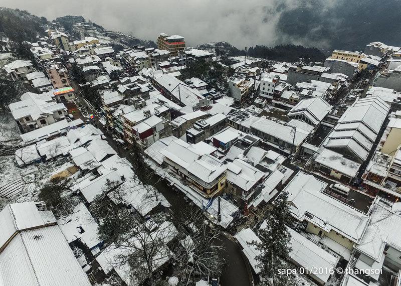 Sa Pa chìm trong tuyết nhìn từ camera bay