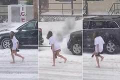 Sốc với video thiếu nữ không quần chạy trong bão tuyết