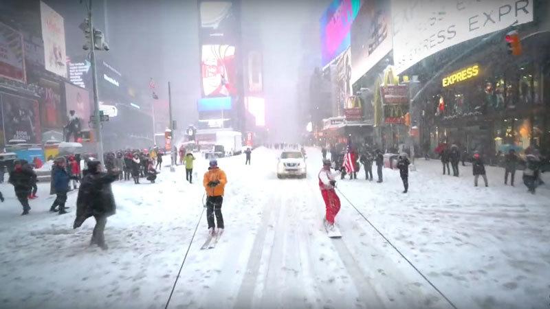 Xem người dân 'tự sướng', 'đánh nhau'.... giữa bão tuyết