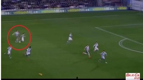 Ronaldo lại bỏ bóng đánh cầu thủ đối phương