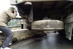 Tuyết rơi, xe trơn trượt đâm chết CSGT