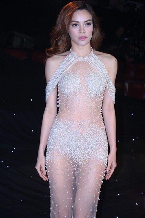 Trang phục nhìn là thấy ngượng của Hồ Ngọc Hà