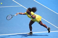 Vùi dập Sharapova, Serena tiến vào bán kết