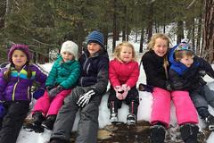 Xem trẻ Tây chơi đùa giữa tuyết trắng