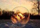 Xem bong bóng hóa băng tuyết đẹp như cổ tích