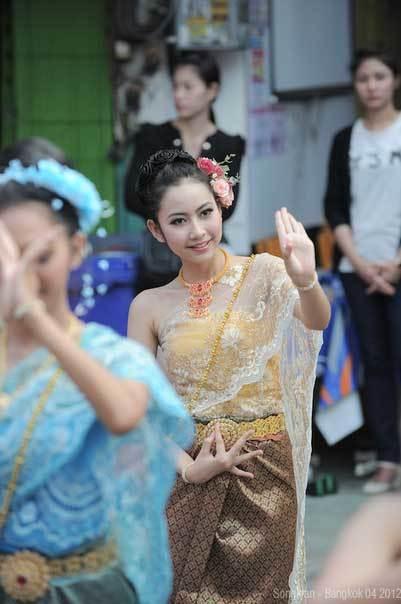 Tour chiêm bái lễ Phật cầu may nở rộ dịp tết 2016