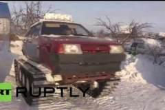 Xem ôtô gắn xích xe tăng chạy băng băng trên tuyết