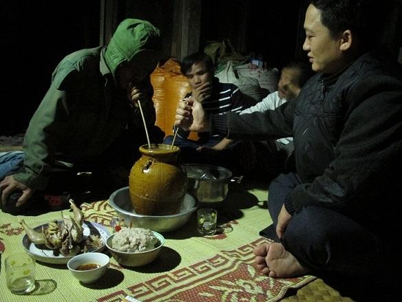 Phong tục độc đáo trên bàn ăn của đồng bào Ma Coong