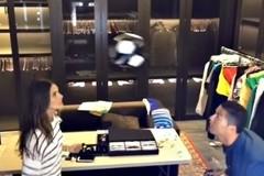 Ronaldo đánh cặp, so tài với siêu mẫu nóng bỏng