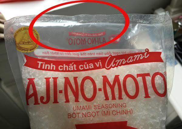 Dân buôn tiết lộ bí kíp phân biệt mì chính thật, giả