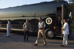 """Xe buýt """"quái vật"""" triệu đô của Obama"""