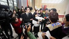 Hình ảnh phóng viên mải miết tác nghiệp Đại hội