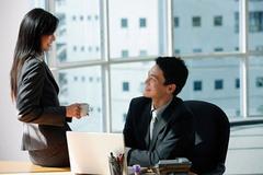 Chồng vô tư giúp đồng nghiệp nữ thích lả lơi lợi dụng