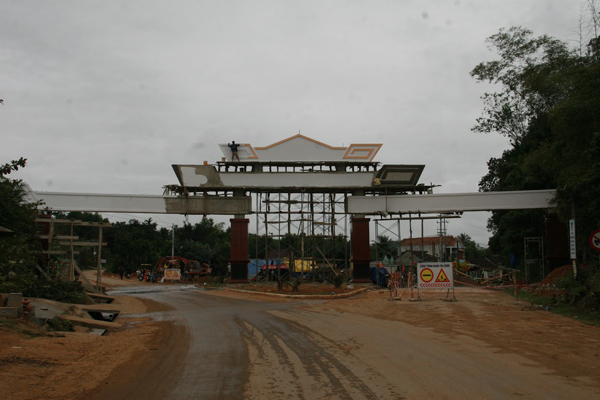 cổng chào, huyện nghèo xây cổng chào