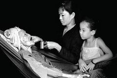 Thằng chống gậy hay tính sĩ diện hão của người Việt