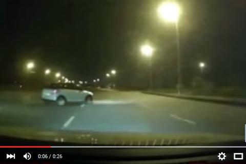 Ôtô quay đầu 'kiểu tự sát' ở Hà Nội