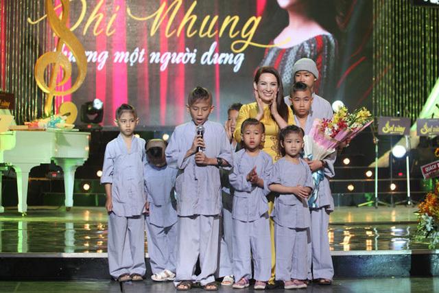 Đau xót trước cuộc đời nữ ca sĩ nhiều con nhất Việt Nam