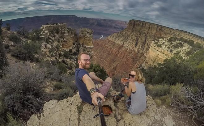 cặp đôi du lịch 50 nước, tiêu 8 USD/ngày, du lịch bụi, <a taget='_blank' data-cke-saved-href='http://phunuvagiadinh.vn/tag/the-gioi' href='http://phunuvagiadinh.vn/tag/the-gioi'><i>thế giới</i></a>,