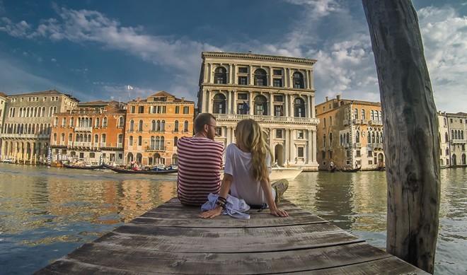 cặp đôi du lịch 50 nước, tiêu 8 USD/ngày, du lịch bụi, thế giới,