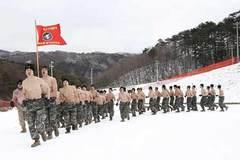 Lính Mỹ-Hàn cởi trần tập trận trong giá rét