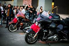 """Lễ rước dâu độc đáo của dàn xe Harley-Davidson """"khủng"""""""