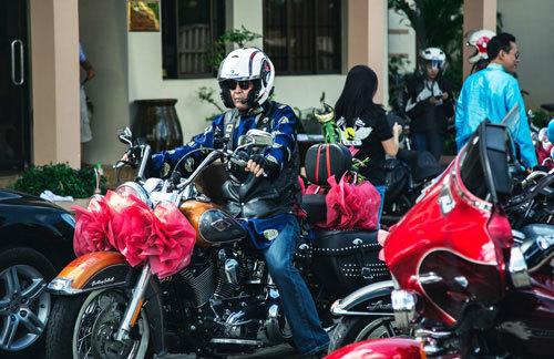 Lễ rước dâu độc đáo của dàn xe Harley-Davidson 'khủng'