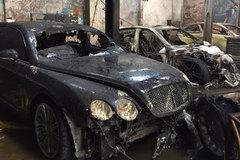 Hai siêu xe Bentley bị thiêu cháy ở Sài Gòn
