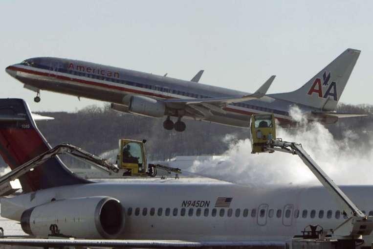 nhiễm độc, động cơ, khói máy bay, phi hành đoàn, hành khách, Boeing, hạ cánh, khẩn cấp, sơ tán