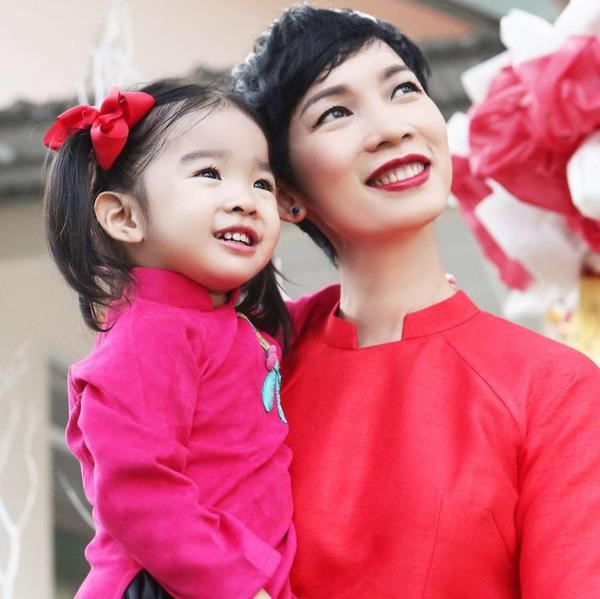 Xuân Lan bức xúc việc con gái 6 giờ tuổi của Hiếu Hiền đóng phim