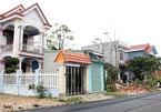 Làng tỷ phú: ở biệt thự, đi xe biển Lào