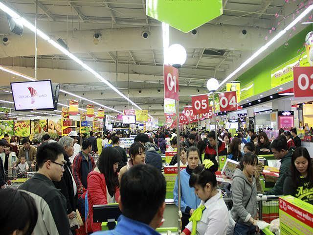 Nửa đêm nghẹt thở trong siêu thị sắm tết