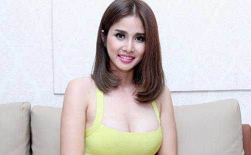Vòng một ngày càng sexy của vợ cũ Phan Thanh Bình