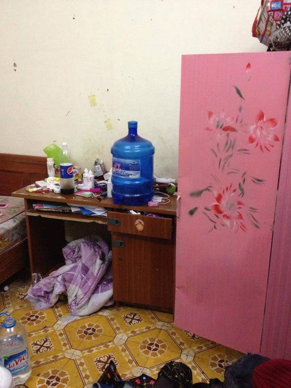 Phòng bẩn 'kinh hoàng' của nữ sinh sành điệu gây tranh cãi